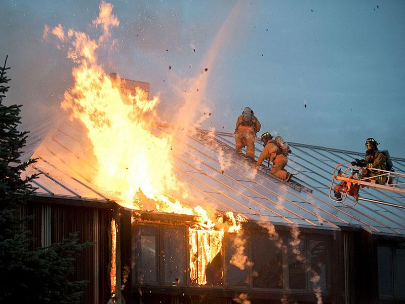 Limite les risques d'incendie sur le toit et autour de votre maison - Chapeau de cheminée 44 Loire-Atlantique - Ouest Ramonage